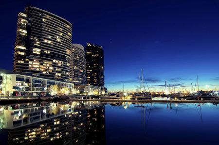 Không chỉ có các sân vận động, Melbourne còn là nổi tiếng bởi cụm đô thị mới phát triển dọc theo khu cảng cũ có tên là DOCKLAND.