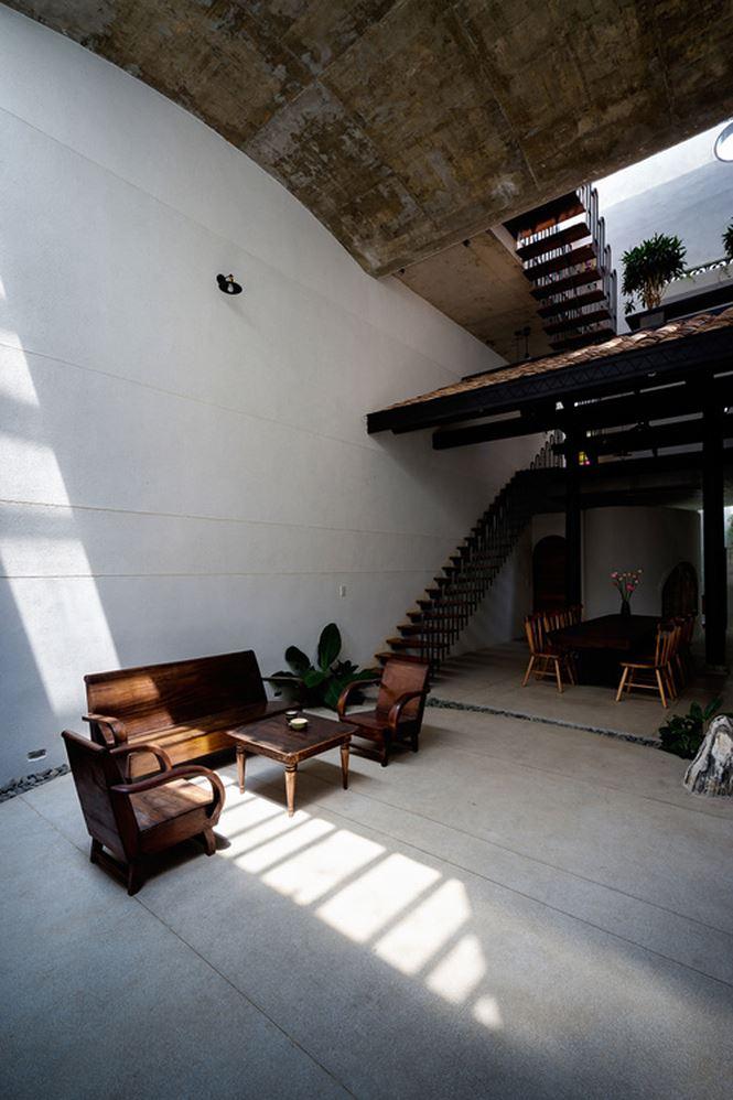 Căn nhà 'hiện đại- quá khứ' cho gia đình 3 thế hệ - ảnh 3