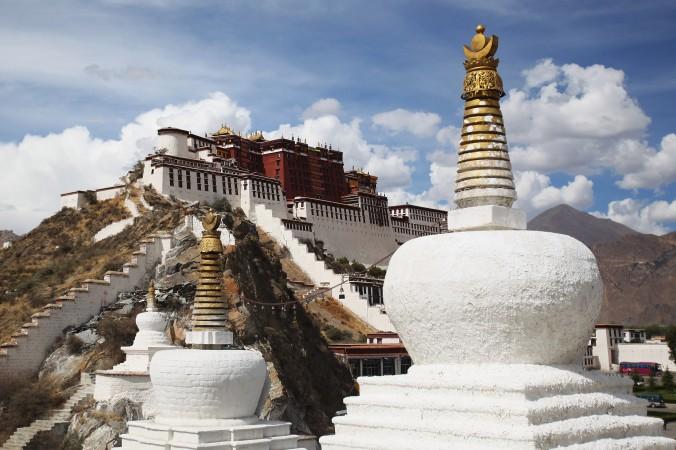 88629940-Potala-Palace-Tibet-676x450