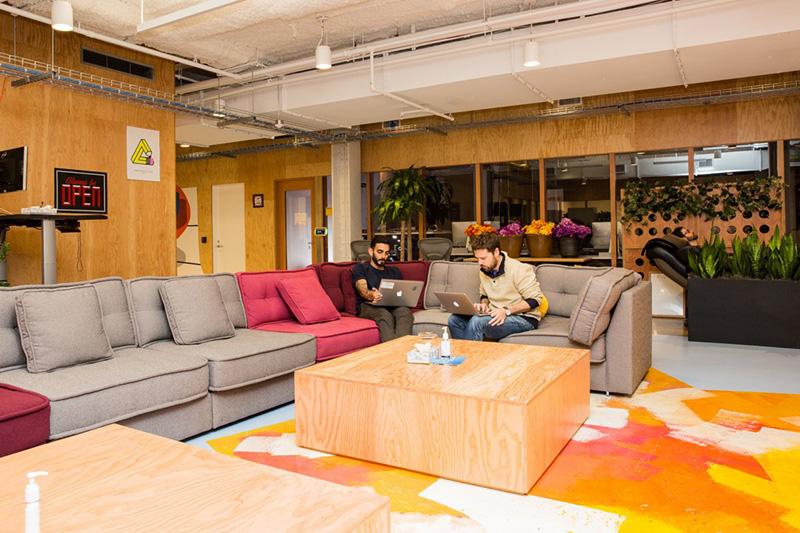 Bên trong văn phòng làm việc đẹp nín thở của Facebook tại New York - Ảnh 10.