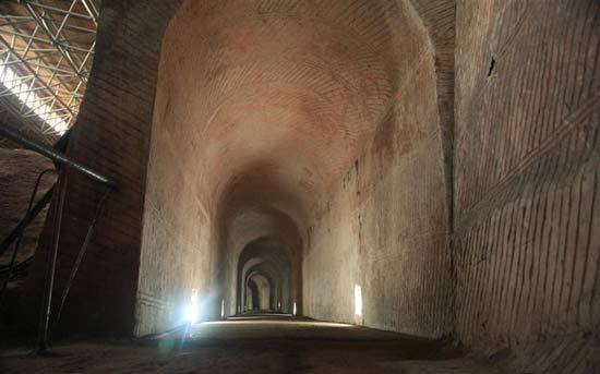 Hang được xây dựng với độ chính xác khó tưởng (Ảnh: ancient-origins.net)