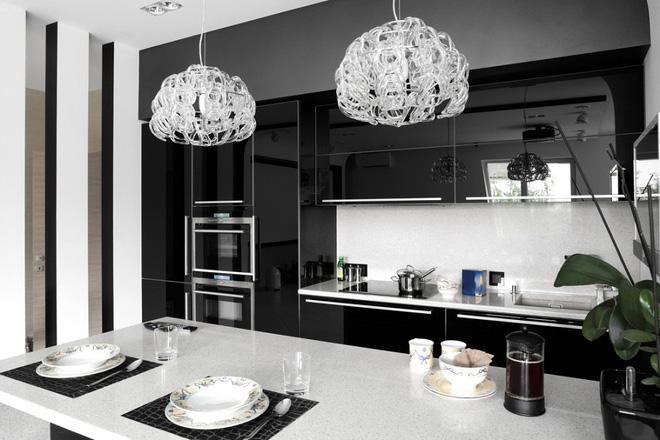 Ngắm hoài không chán 16 căn bếp vượt thời gian với gam màu đen – trắng - Ảnh 1.