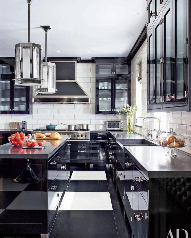 Ngắm hoài không chán 16 căn bếp vượt thời gian với gam màu đen – trắng - Ảnh 2.