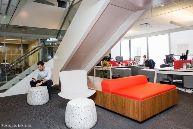 Văn phòng của Bain được thiết kế theo phong cách truyền thống kết hợp với vui chơi để tạo nên trải nghiệm làm việc thoải mái nhất có thể.