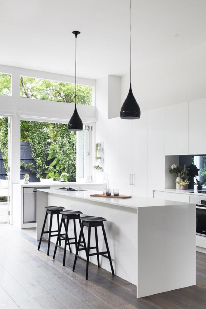 Ngắm hoài không chán 16 căn bếp vượt thời gian với gam màu đen – trắng - Ảnh 7.