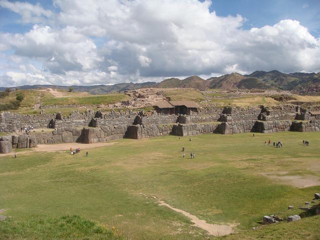 Khu di tích Sacsayhuaman nhìn từ trên cao (Ảnh: Informes, Pixabay)