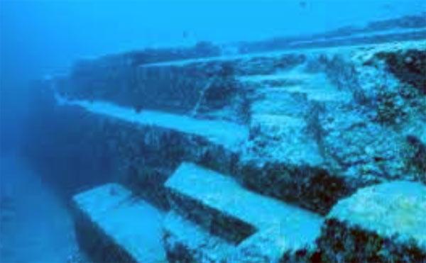 Những kiến trúc bậc thang dưới đáy biển (Ảnh: ancient-origins.net)