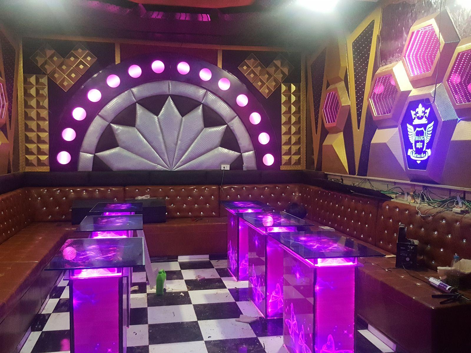 Những mẫu bàn phòng karaoke phong cách