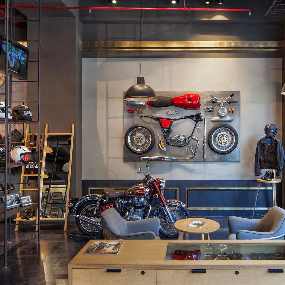Thi công nội thất showroom xe máy độ Royal Enfield