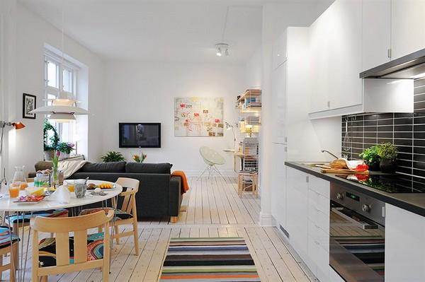 Khu vực giải trí và trò chuyện được thiết kế theo lối không gian mở, kết nối trực tiếp với nhà bếp.